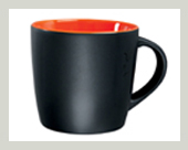 2-keramik-becher-innen-orange-gross-logo-aufdruck-schwarz-matt