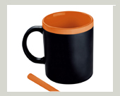 Tasse mit Kreide orange